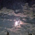 中秋の名月の晩ですがここでは雲が多くて